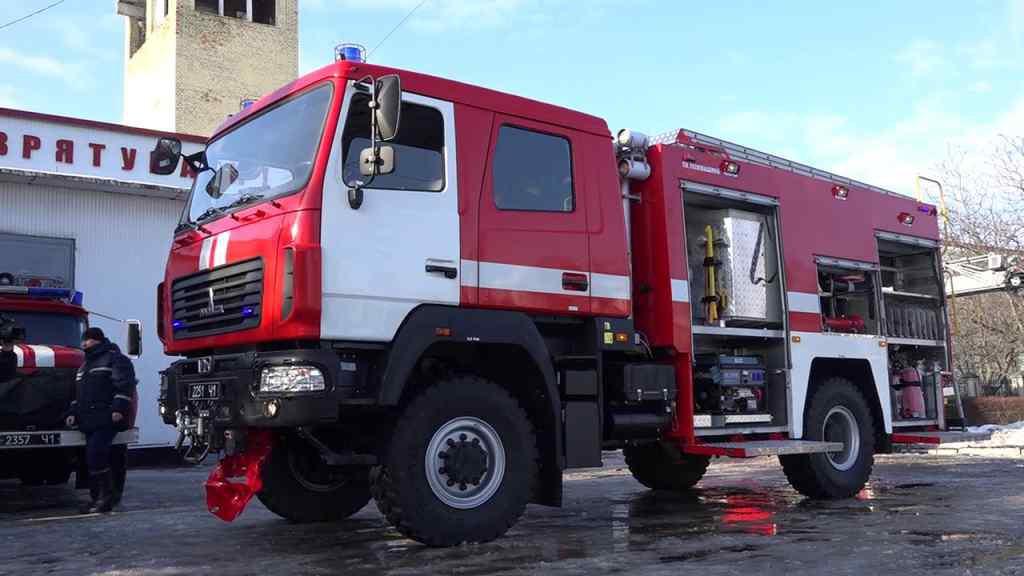 Пожежа в центрі Києва: будинок спалахнув, як сірник. Прибули рятувальники
