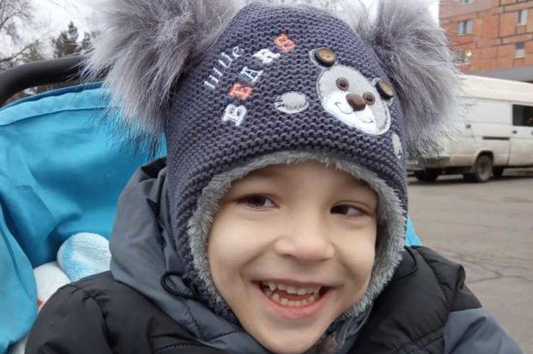 Дениска може мати щасливе і повноцінне дитинство і майбутнє. Допоможіть йому!