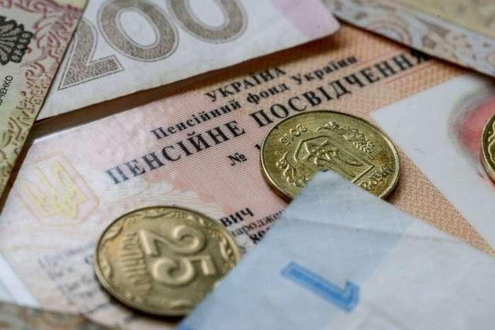 """""""Будуть тільки знижуватися!"""": Експерти дали невтішний прогноз про пенсії в Україні. Ситуація критична"""