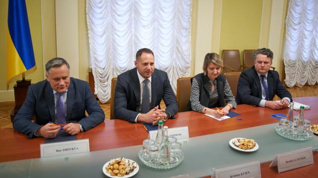 """Відчитався! Новий керівник ОП Єрмак зустрівся з послами G7. """"Перший бій"""" успішний?"""