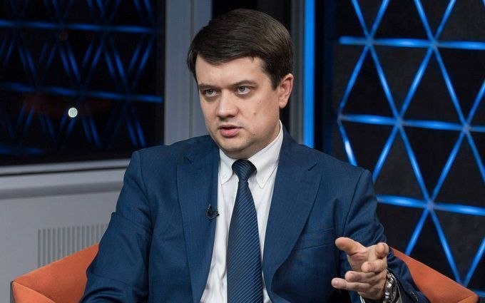"""""""Термінове засідання погоджувальної ради!"""": Разумков різко відчитав депутатів. """"Щоб не було таких питань"""""""