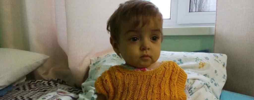 Життя крихітної Софійки під загрозою від дня її народження