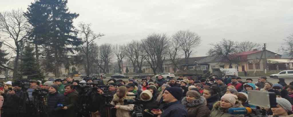 Люди вийшли на вулиці! Терміново звернулись до Зеленського. Президент сказав своє слово