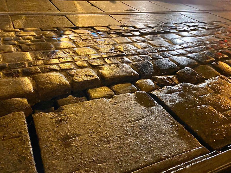 #СадовийвідремонтуйЛьвів: мешканці просять відремонтувати рзбиту бруківку на вулиці Дорошенка