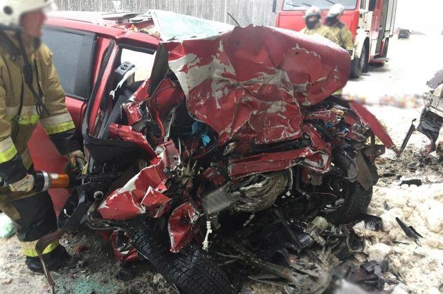 """""""Авто аж розплющило"""": Багатодітна родина розбилась у моторошній аварії. В живих залишилась лише 1-річна дитина"""