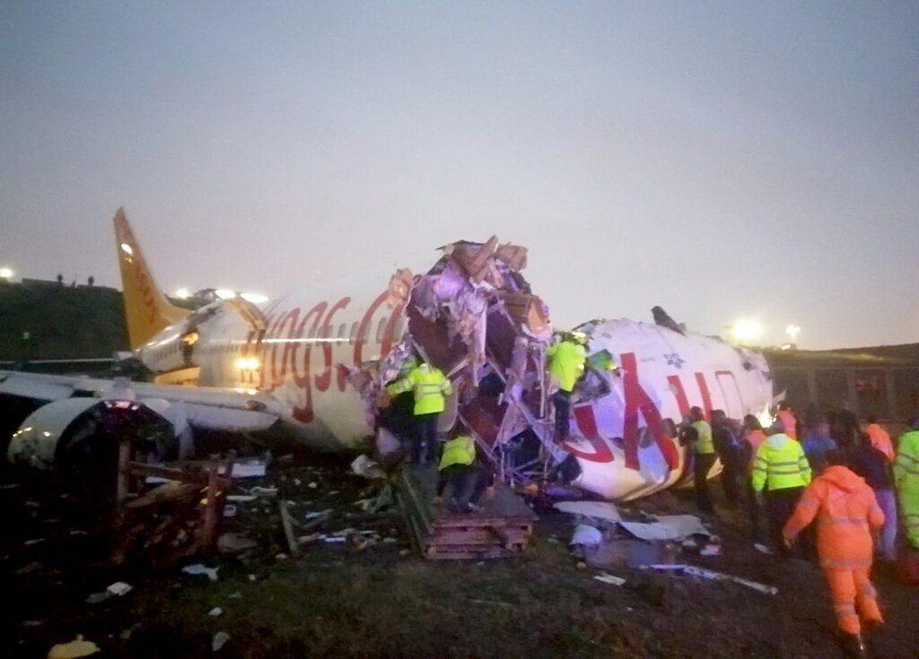 """""""Після посадки розвалився на частини і загорівся"""": Моторошна авіакатастрофа в аеропорту Станбула. """"177 людей на борту"""""""