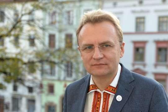 Космічна премія та фантастична зарплата: правда про Садового вразила українців