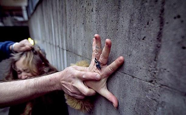 Знайшли роздягнену за гаражами: у Дніпрі по-звірячому побили і згвалтували школярку