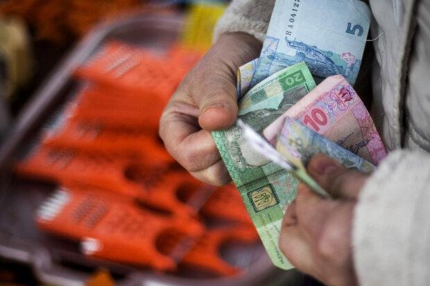 """""""Мізер, за який соромно"""": Українців чекають надбавки до зарплат. Кому пощастить"""