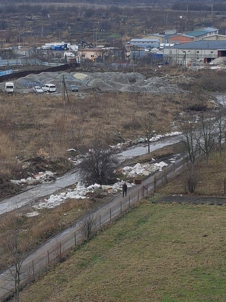 #СадовийвідремонтуйЛьвів: Вулиця Трускавецька тоне у смітті. Тротуару немає взагалі