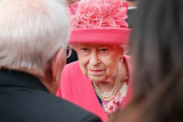 «Всі нажахані»: У королівському палаці новий випадок зараження коронавірусом. Королева Єлизавета в небезпеці