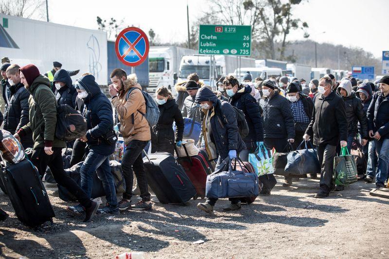 """""""Нас клянуть, матюкають, кричать"""": Українська заробітчанка вразила історією повернення додому. """"На кордоні було пекло"""""""