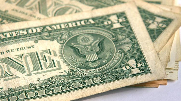 Паніка продовжується! Курс долара продовжує зростати. Гривня знову на дні