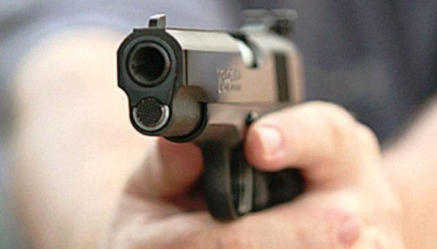 Могла вбити власну дитину: жінка влаштувала стрілянину посеред вулиці. Місто на ногах