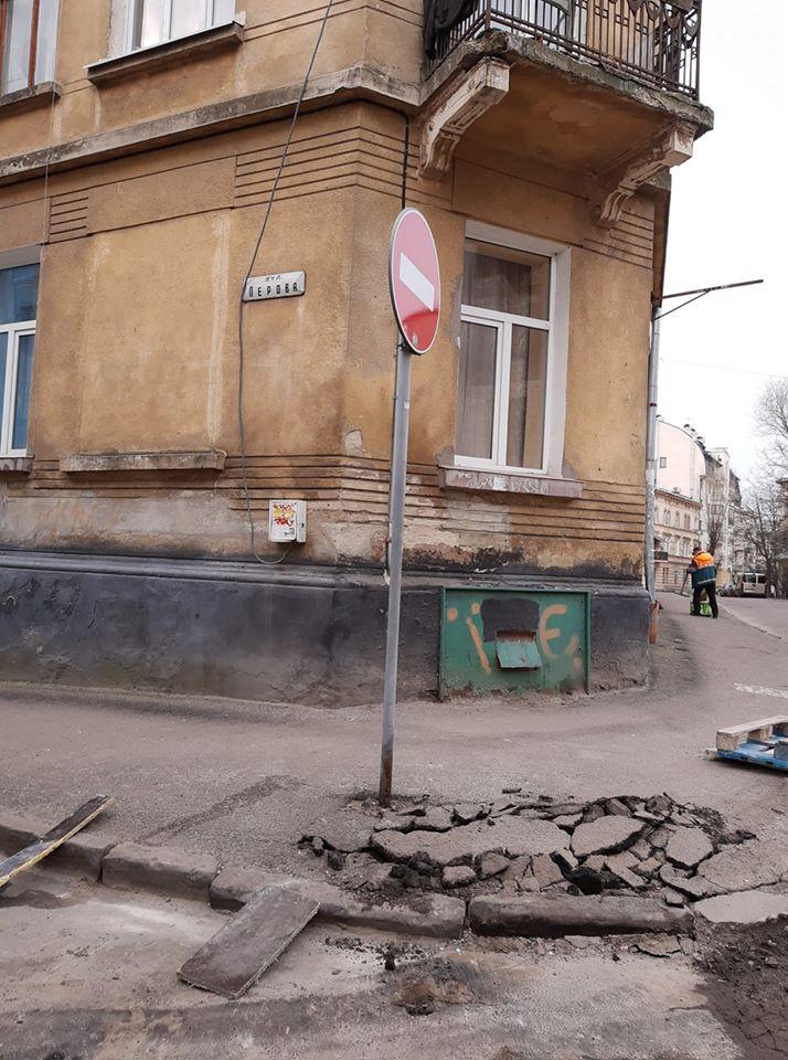 Одне будують, а інше руйнують. Мешканці просять про допомогу – #СадовийвідремонтуйЛьвів