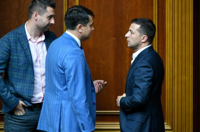 """""""Не подобається – звільняй місце"""": Разумков вперше прокоментував конфлікт з Зеленським. """"Поняття не маю!"""""""