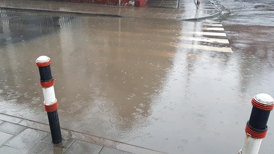 #СадовийвідремонтуйЛьвів: забитий дощостік перетворює вулицю Грекову у маленьку Венецію