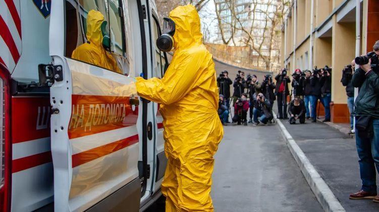 """""""Ставлять собі просто в гаражі"""". багаті українці скуповують апарати штучної вентиляції легенів"""