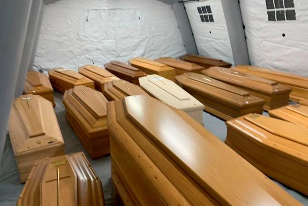 Мертвих вже не рахують: медсестра з Італії приголомшила зізнанням. Медиків залишилося мало