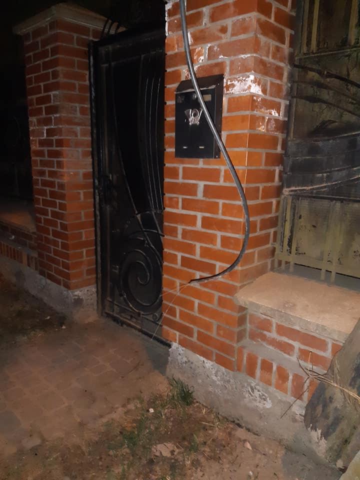 #СадовийвідремонтуйЛьвів: на вул. Медової Печери обірвався електропровід. Оголені дроти небезпечні для життя
