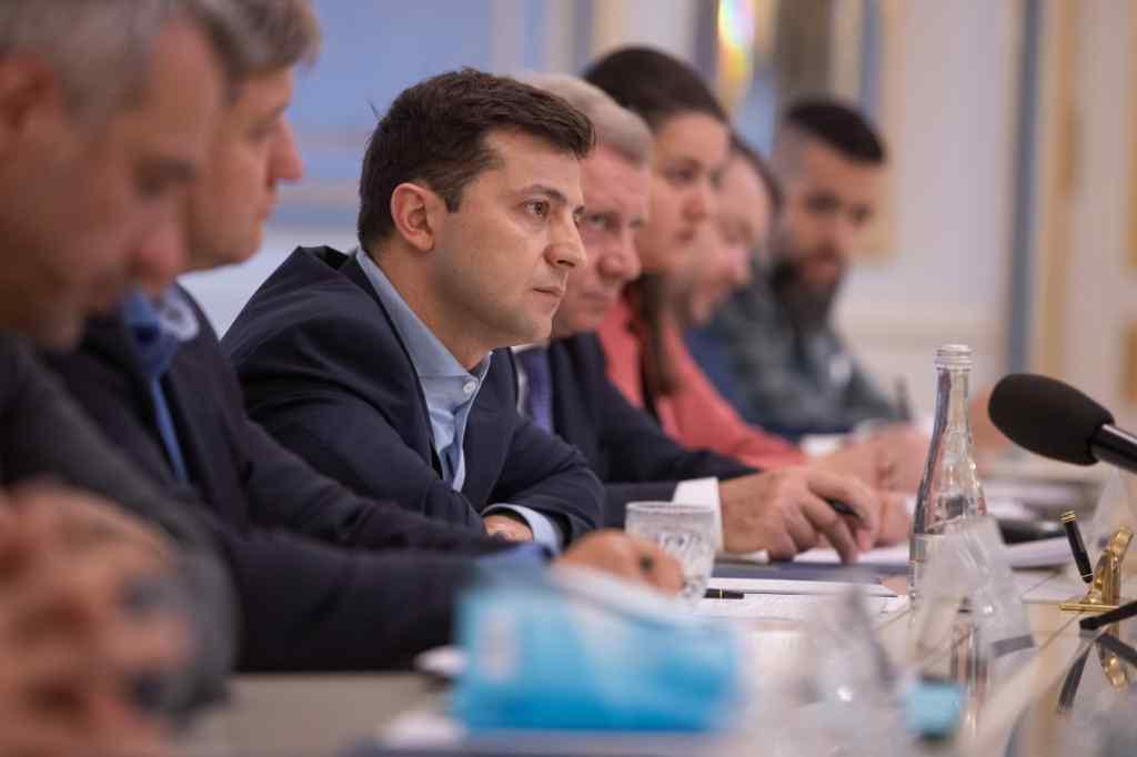 """""""Повинні прийти в суботу!"""": Зеленський провів термінову зустріч з лідерами фракцій. """"Це їхня відповідальність!"""""""