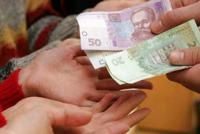 """""""По 2 тисячі гривень"""": В Україні почнуть виплачувати допомогу під час карантину. Хто отримає гроші"""