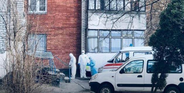 """""""Скаржилась на кашель і першіння в горлі"""": У Львові несподівано померла 38-річна жінка"""