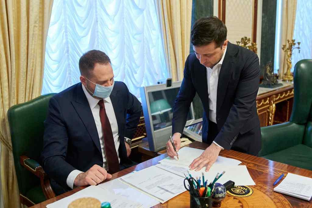 Увага! Зеленський підписав історичний закон. Для всіх українців. З 1 липня 2021 року