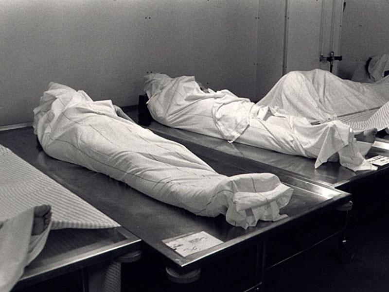Труп знайшли біля туалету: смерть чоловіка від Коронавіруса шокувала всіх. Заразив іншого