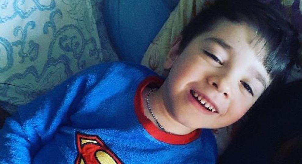 """""""Мрію побачити, як він сам одягається"""": Допоможіть Тимуру подолати хворобу"""