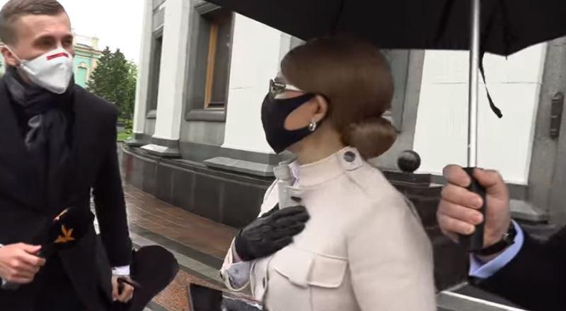 """""""Швидко сіла в машину"""": Тимошенко знову в центрі скандалу. Ганебна поведінка. Закрила двері просто перед обличчям"""