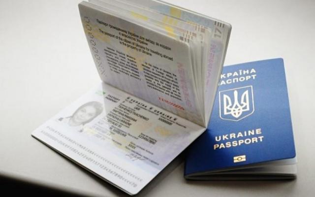 З 1 вересня! Українцям заборонять виїжджати по внутрішньому паспорту за кордон. Чому і що це означає