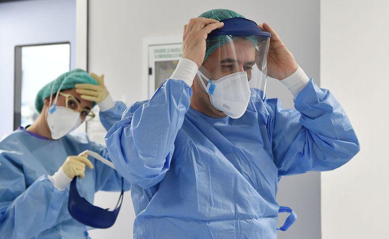 """""""Робиш усе, а воно не працює"""". Лікар поділився деталями боротьби з коронавірусом. """"Золотої таблетки не існує"""""""