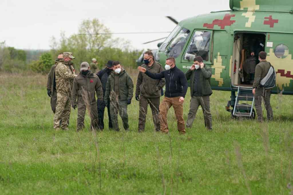 Зеленський екстрено прибув до Луганської області. Вразив вчинком – люди аплодують. Особливий день