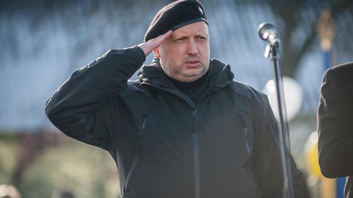 Під обід! Турчинов приголомшив – депутатський мандат, просто зараз в Раді. Готують бунт – знести!