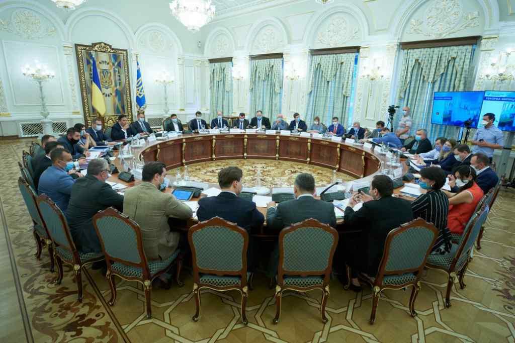 """""""Хтось повинен нести відповідальність"""": Зеленський провів перше важливе засідання. """"Вимагають швидких дій!"""""""