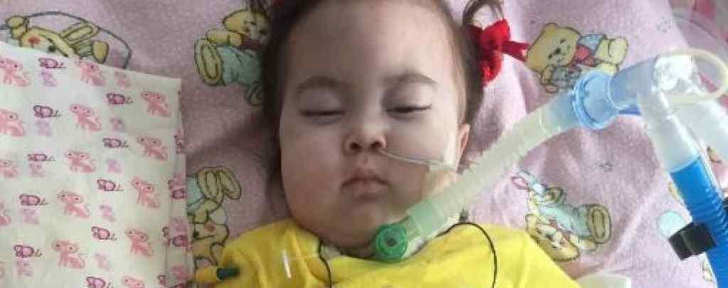 """Допоможіть моїй дитині! Молю вас про допомогу!"""": Мама важкохворої Ніни просить врятувати її дитину"""
