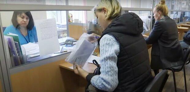 Українцям повернуть гроші. Мінфін прийняв екстрене рішення. За дорученням Зеленського. Кого торкнеться і що потрібно робити