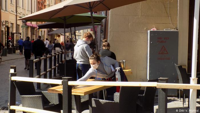 У Львові відновили роботу закладів громадського харчування та спортзалів. Проте є обмеження