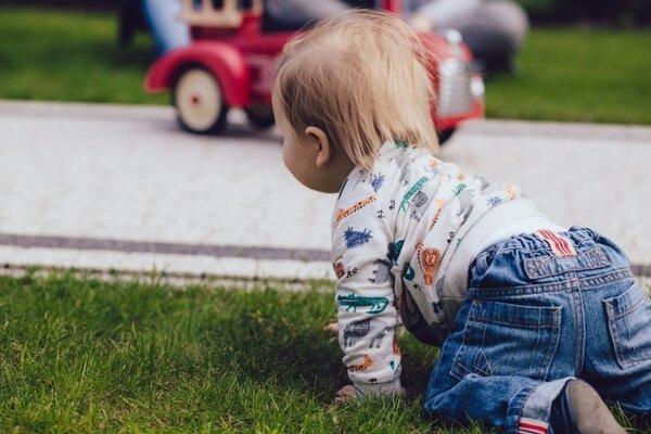 Почули дитячі крики. Мати жорстоко познущалася над однорічною дитиною: побила до напів-смерті
