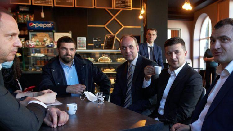 """Суд прийняв рішення! """"Кава з Зеленським"""" обернулася для топ-чиновників серйозним покаранням"""