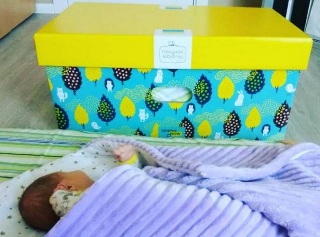 """У Кабміні хочуть скасувати """"Пакети малюка"""". Що це означає і що пропонують натомість"""