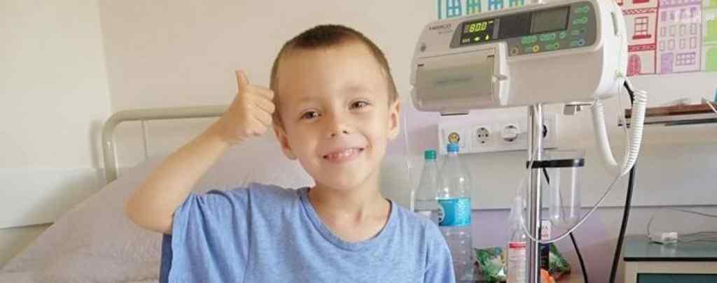 """""""Горе перевернуло життя з ніг на голову"""". У Миколки діагностували рак крові – потрібна допомога"""