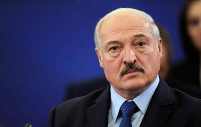 """Путін в ауті! Під час зустрічі Лукашенко вразив скандальною витівкою. """"Ми будемо воювати"""""""