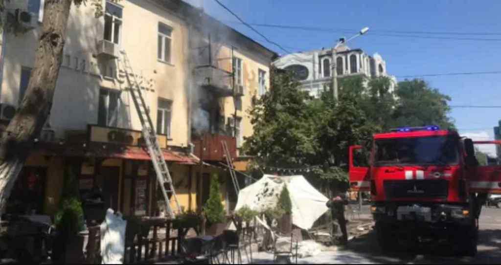 Опинилися на вулиці в одних лише піжамах. Масштабна пожежа знищила майже десяток квартир: уже не вперше