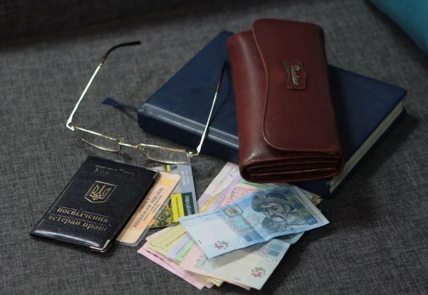 """В Україні можуть скасувати пенсії: як пенсіонери будуть отримувати виплати. """"Соціальний мінімум"""""""
