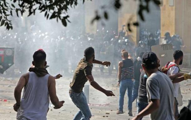 """""""Завершилися зіткненнями"""". Протести в Бейруті набрали нових обертів: увірвалися в будівлі двох міністерств"""