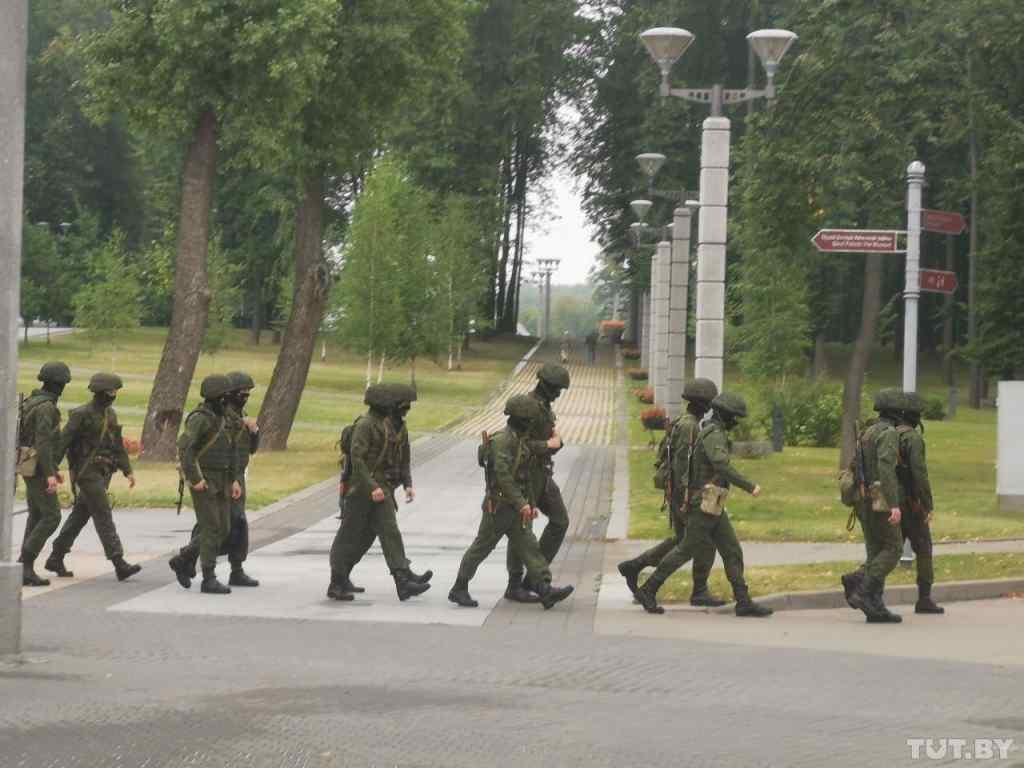 Мінськ перетворюється на фортецю. Станції метро закриті, військові в місті – Лукашенко зважився на це