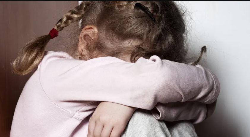 """""""Дитина у подавленому стані"""": На Закарпатті згвалтували 11-річну дівчинку. """"Близький родич"""""""