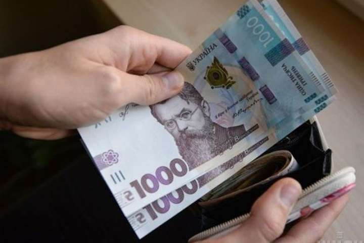 """""""Починаючи з наступного року"""": Зарплати в Україні суттєво зростуть. Що це означає"""